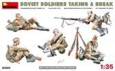 MiniArt Soviet Soldiers Taking a Break